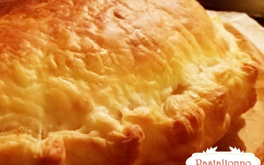 Panzerotto di sfoglia con prosciutto e formaggio