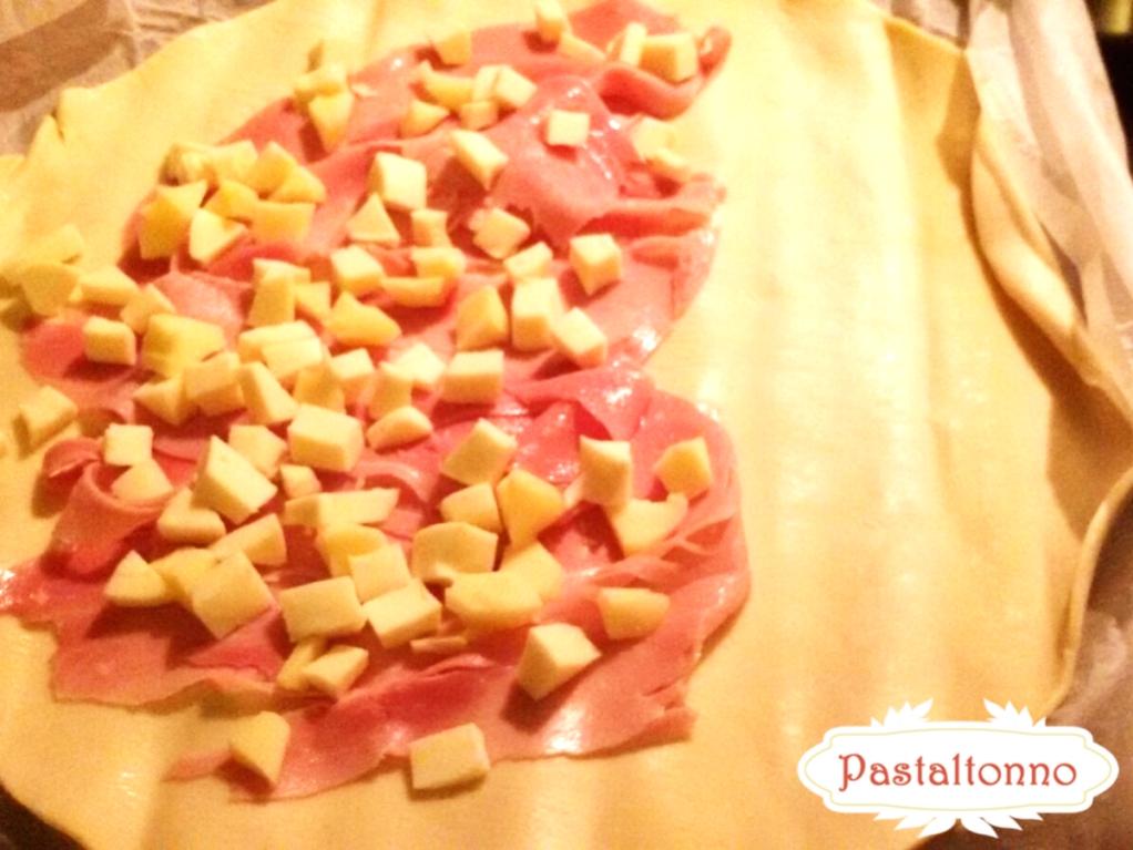Panzerotto-sfoglia-prosciutto-formaggio